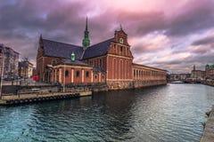 Grudzień 05, 2016: Budujący w starym miasteczku Kopenhaga, Denma Obrazy Royalty Free