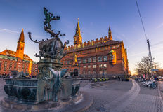 Grudzień 02, 2016: Fontanna urzędem miasta Kopenhaga, Denm Fotografia Stock