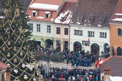 Grudzień 1st 2017 Brasov Rumunia, święto narodowe gody wewnątrz w rada kwadracie obrazy royalty free