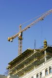Grue au chantier de construction Photos stock