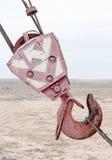 Grue avec la construction en acier en métal de bâtiment de crochet Photo libre de droits