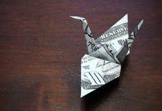 Grue d'origami d'une note d'argent Image stock