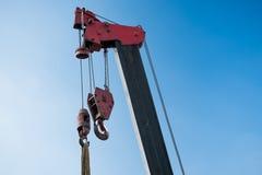 Grue dans un chantier de construction Photo libre de droits
