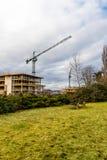 Grue de construction au chantier sur la rivière de Nene, Northampton Photographie stock libre de droits