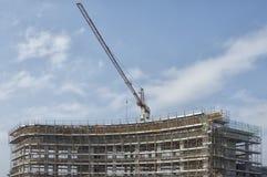 Grue de construction au travail Photo stock