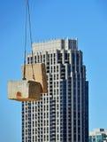 Grue de construction avec la construction images libres de droits