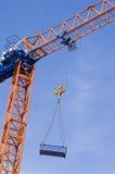 Grue de construction avec la position Photographie stock libre de droits
