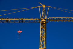 Grue de construction avec la poulie Photo stock