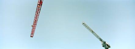 Grue de construction en ciel Photo libre de droits