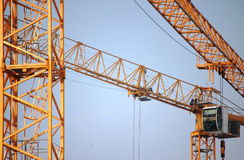 Grue de construction jaune Photographie stock