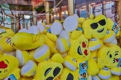 Grue de griffe avec les jouets mous photographie stock libre de droits