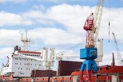 Grue de port au travail Photographie stock