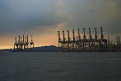 Grue de récipient à l'embarcadère de Tanjong Pagar, Singapour Photographie stock libre de droits