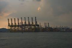 Grue de récipient à l'embarcadère de Tanjong Pagar, Singapour Photos libres de droits