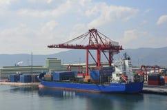 Grue de récipient avec le navire porte-conteneurs Photos libres de droits