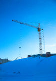 grue de travaux de construction d'hiver Photo stock
