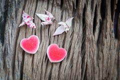 Grue et coeur de papier de couples d'origami Photos libres de droits