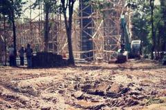 Grue et construction non finie photo libre de droits