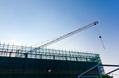 Grue et site de construction de bâtiments images libres de droits