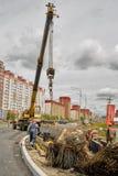 Grue mobile sur le chantier de construction Tyumen Russie Photos stock