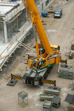Grue sur le chantier de construction images libres de droits