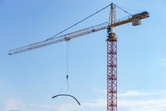 Grue sur le chantier de construction photographie stock