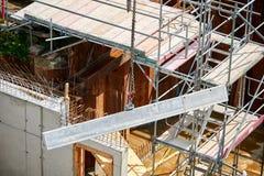 Grue sur le chantier de construction Images stock
