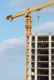 Grue sur le chantier de construction photographie stock libre de droits