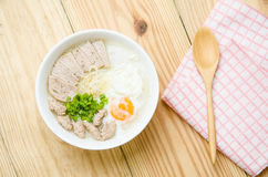 Gruel ρυζιού κουάκερ παραδοσιακού κινέζικου στο κύπελλο, congee Στοκ φωτογραφίες με δικαίωμα ελεύθερης χρήσης