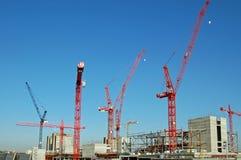Grues construisant Westfield, Londres occidentale Images libres de droits