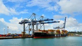 Grues de cargo et de récipient sur le quai de Fergusson aux ports d'A photos stock