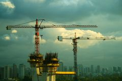 Grues de construction en San Paulo Images libres de droits