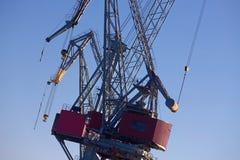 Grues de fret dans le port de Helsinki's photo stock