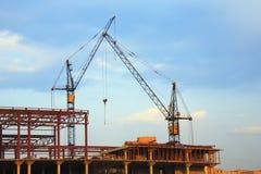 Grues de levage et construction Photographie stock