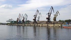 Grues de port de cargaison photos libres de droits