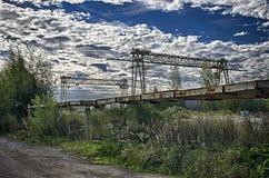 Grues de portique dans la zone industrielle photo stock