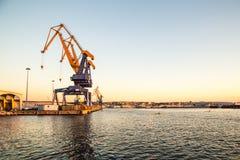 Grues du port de Trieste images libres de droits