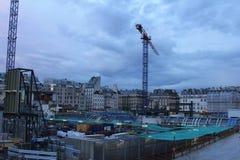 Grues et bâtiments en construction, Les Halles, Paris Photo stock