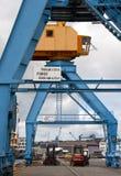 Grues gauches sur un dock dans le port de Brest Image stock