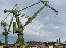 Grues industrielles dans des chantiers navaux de Danzig Photographie stock libre de droits