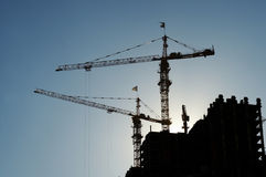 Grues sur la haute construction Images libres de droits