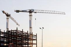 Grues sur le chantier de construction Images stock