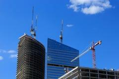 Grues sur le chantier de construction Photos libres de droits