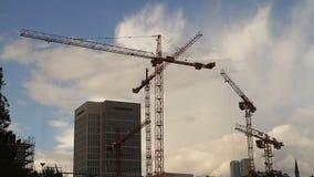 Grues sur le chantier de construction Photo libre de droits