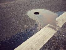 Grueso de la carretera de asfalto imagen de archivo libre de regalías