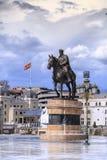 Gruev贵妇人铜雕塑在街市斯科普里,马其顿 免版税库存照片