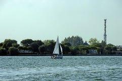 Gruise-Schiff im Adreatic-Meer nahe Venedig Lizenzfreie Stockbilder