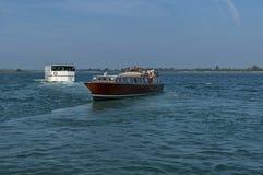 Gruise-Schiff im Adreatic-Meer nahe Venedig Stockbilder