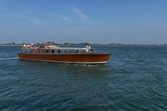 Gruise-Schiff im Adreatic-Meer nahe Venedig Lizenzfreie Stockfotos