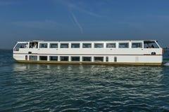 Gruise-Schiff im Adreatic-Meer nahe Venedig Lizenzfreies Stockfoto